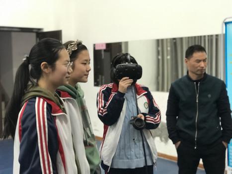 """""""VR/AR科普进校园""""系列活动来到南昌市第十九中学"""