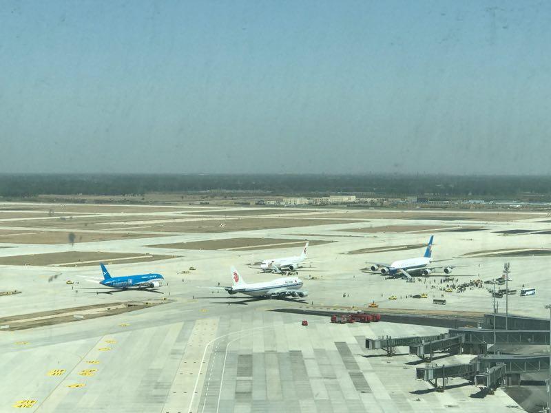 4架大型客机齐降大兴北京大兴国际机场开始真机验证