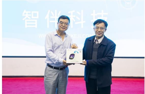 暨南大学华文学院王茂林教授莅临智伴科技参观指导
