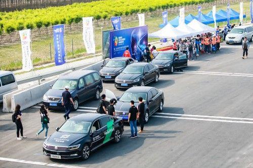 面向自动驾驶解决方案禾多科技演示高速公路自动驾驶